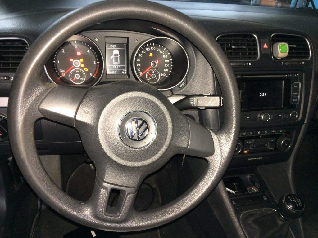 Заглушить клапан ЕГР и отключить, удалить и отключить сажевый фильтр Volkswagen Golf 6 1.6 TDI 2011